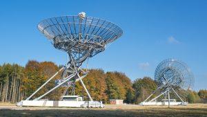 A photo of two big radio antennas.
